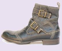0eebe75c74 Produttori di scarpe da uomo in pelle Italiana, calzature disegnate in  Italia e prodotte per